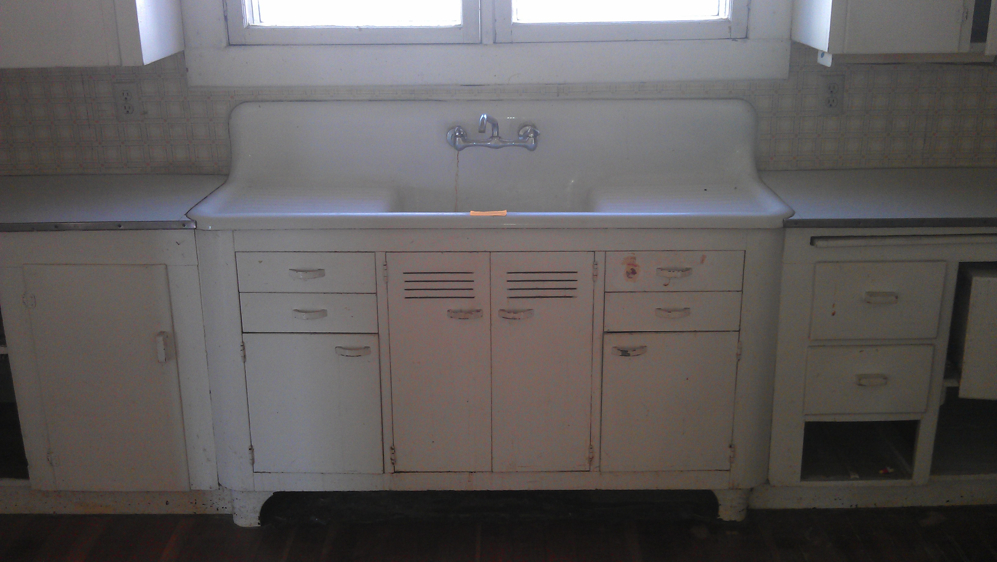 Vintage Farmhouse Kitchen Sink : ... -sink source: http://www.pic2fly.com/Antique+Drainboard+Sinks.html